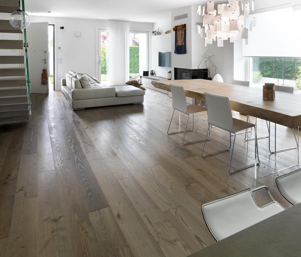 Idee parquet zona living: parquet in cucina e in soggiorno ...