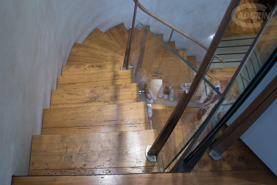 Scaletta In Legno Antica : Rivestimenti in legno per scale e gradini by cadorin parquet cadorin