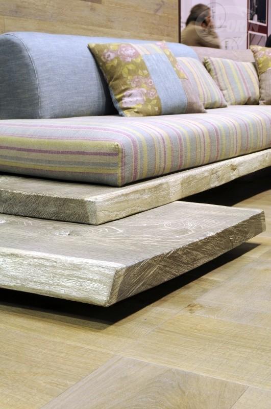 Divano in tavoloni di legno di quercia cadorin for Divano 4 metri