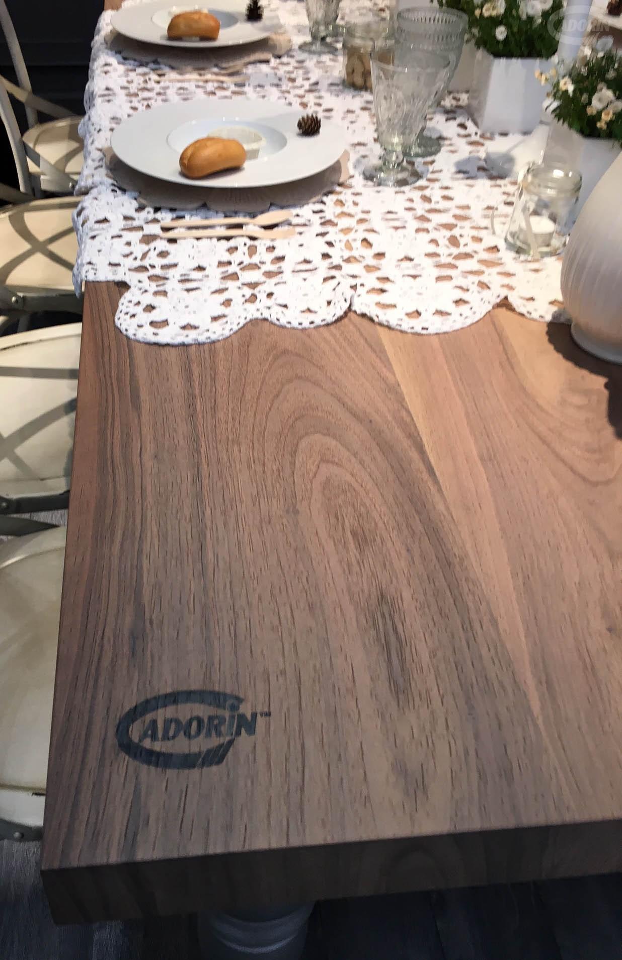 Tavoli e tavolini in legno di rovere massiccio cadorin for Tavolo salone